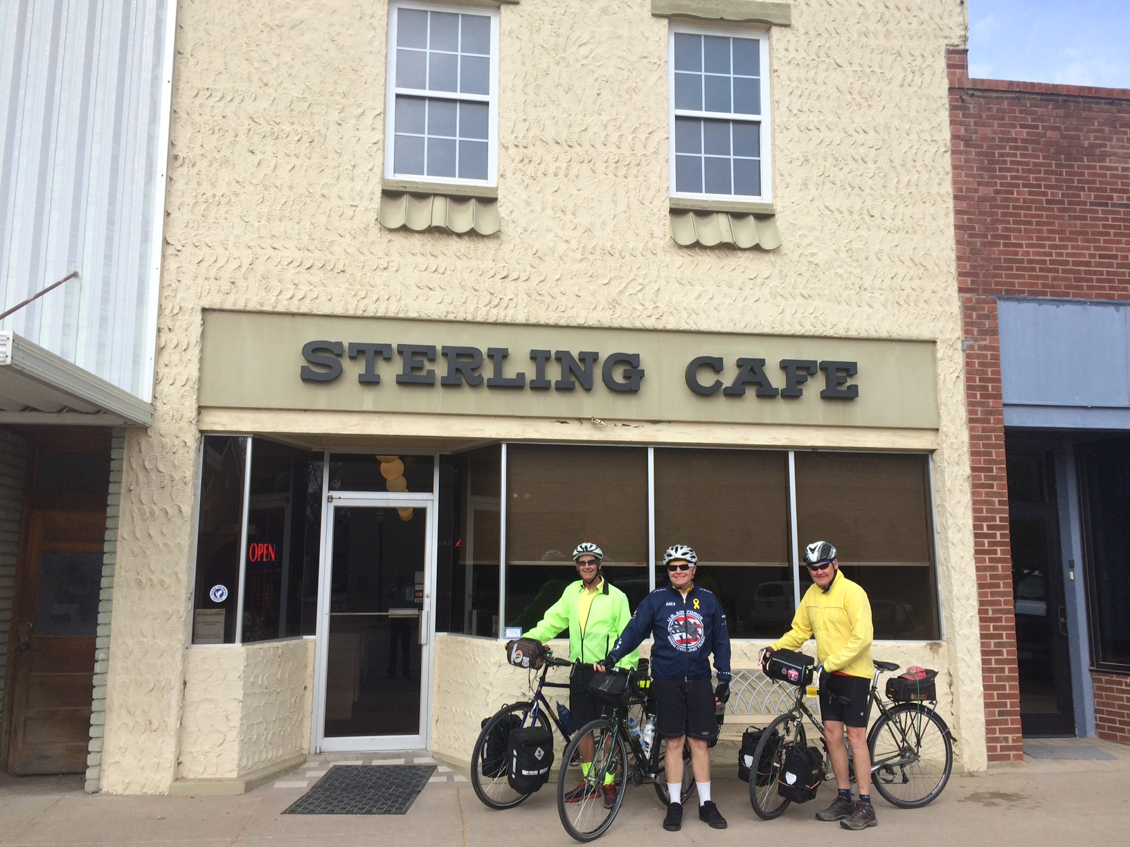 cyclists at sterling cafe.JPG